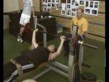 Соревнования среди спортсменов инвалидов в жиме лежа